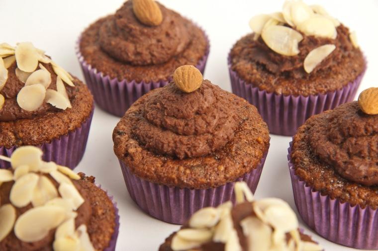 Šokoladiniai-džiovintų slyvų keksiukai